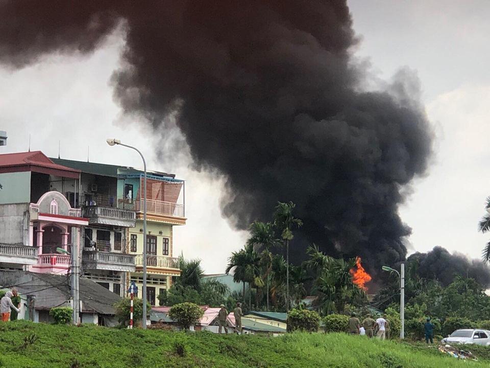 Chủ tịch Hà Nội yêu cầu lực lượng chức năng công khai nồng độ hóa chất sau vụ cháy kho hóa chất cảng Đức Giang - Ảnh 1.