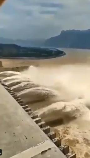 Đập Tam Hiệp xả lũ, ngập lụt tồi tệ hơn ở Trung Quốc nhưng Bắc Kinh vẫn làm ngơ? - Ảnh 2.