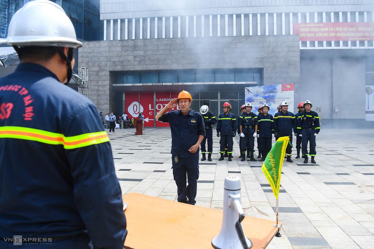 Diễn tập PCCC tại tòa nhà cao nhất Hà Nội - Ảnh 4.