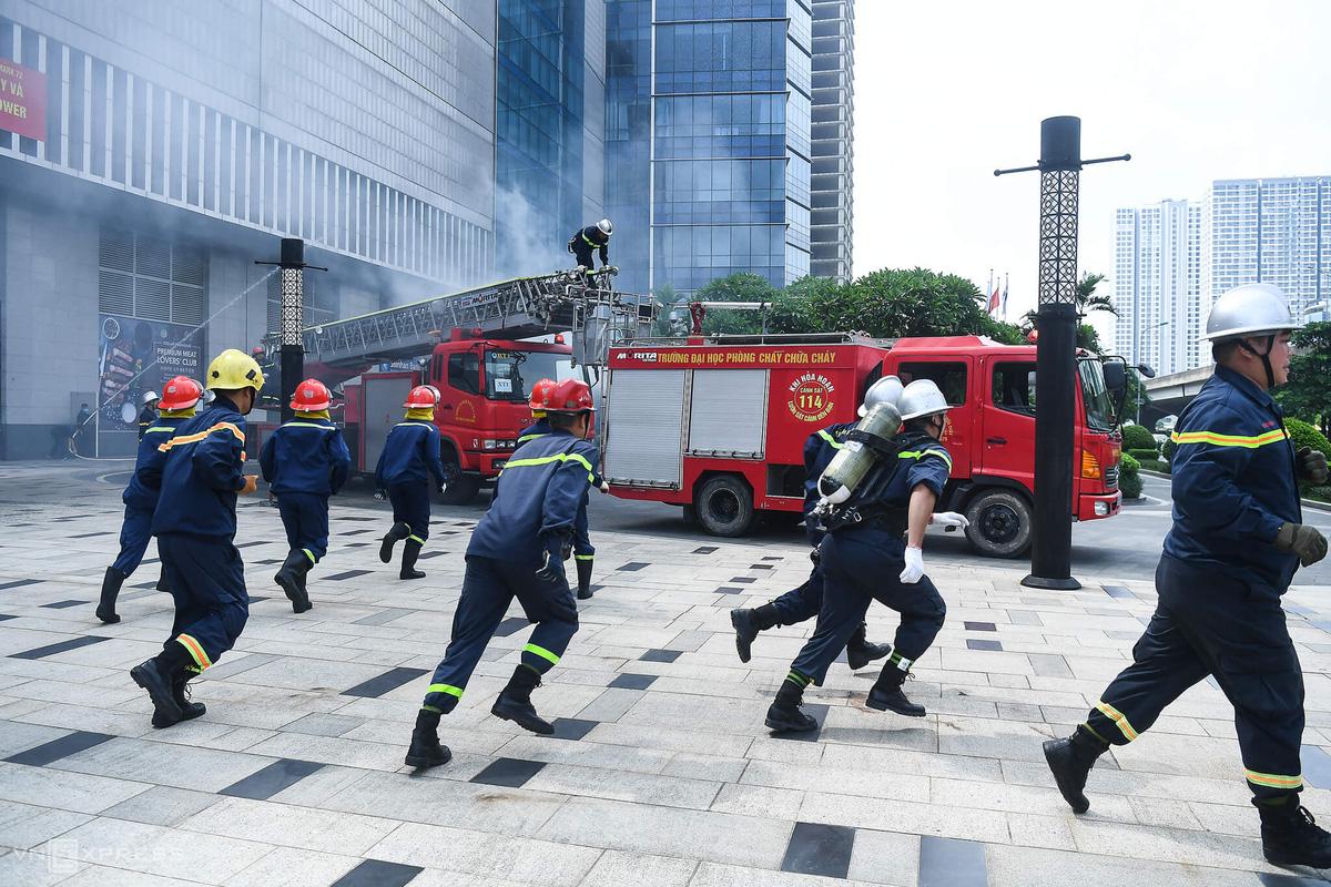 Diễn tập PCCC tại tòa nhà cao nhất Hà Nội - Ảnh 5.