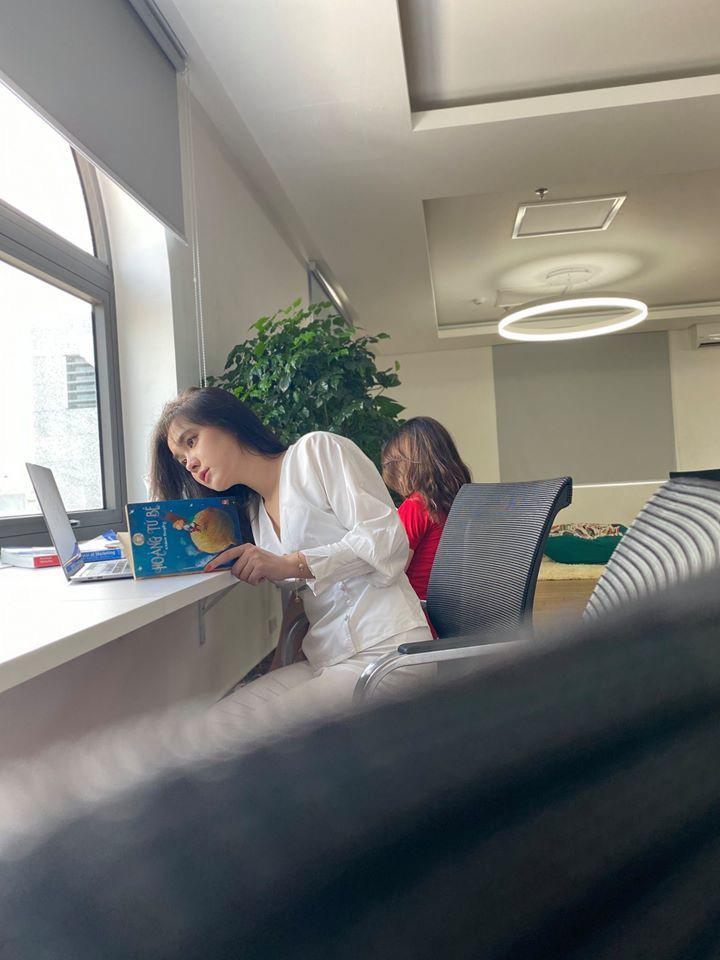 """Hot girl đọc sách trong thư viện mang 3 dòng máu Thái - Việt - Trung bị chụp lén """"vạn người mê"""" là ai? - Ảnh 1."""