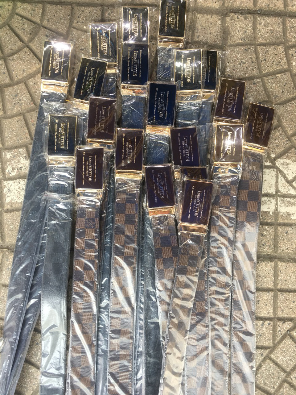 Tấn công khu Ninh Hiệp thu giữ gần 4.700 sản phẩm có dấu hiệu giả, nhái và hàng nhập lậu - Ảnh 7.