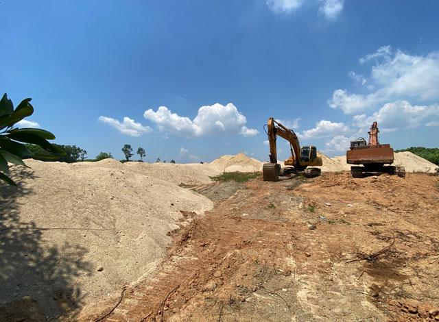 Quảng Ngãi: Chủ bãi chứa cát khủng trái phép là công ty nào?  - Ảnh 2.