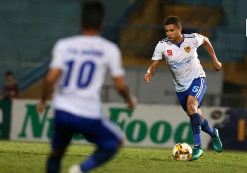 DNH Nam Định bất ngờ chiêu mộ trung vệ người Brazil cao 1m86 - Ảnh 1.