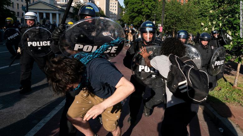 Nóng bạo loạn ở Mỹ: Thị trưởng Washington yêu cầu Trump rút quân đội khỏi thủ đô - Ảnh 1.