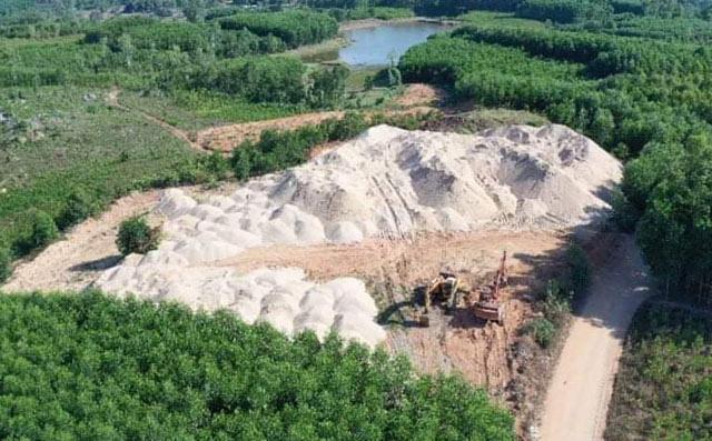 Quảng Ngãi: Hàng chục ngàn m3 cát ở bãi chứa trái phép có nguồn gốc thế nào?  - Ảnh 4.
