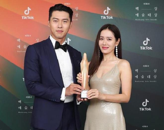 """Son Ye Jin mặc quyến rũ hút mắt đẹp xứng danh """"mỹ nhân đẹp nhất thế giới"""" - Ảnh 3."""