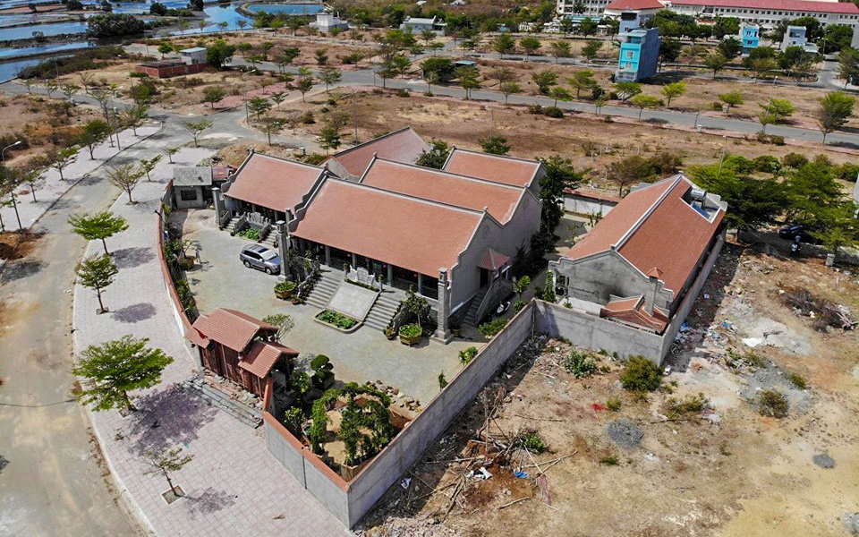 Cưỡng chế công trình vi phạm xây dựng đền thờ trái phép tại Bà Rịa- Vũng Tàu