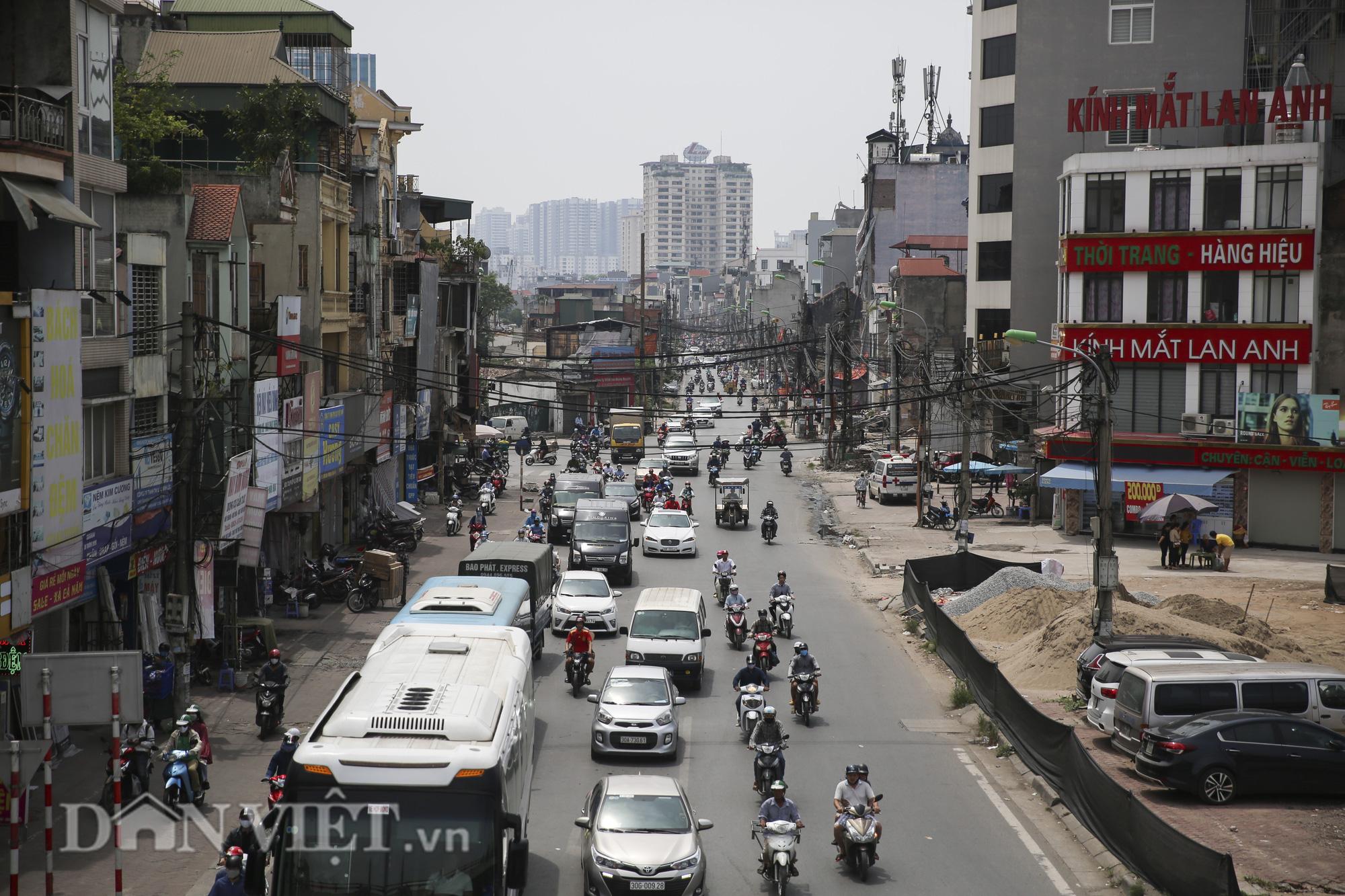 """""""Mạng nhện"""" chằng chịt, bủa vây đường phố Hà Nội - Ảnh 1."""