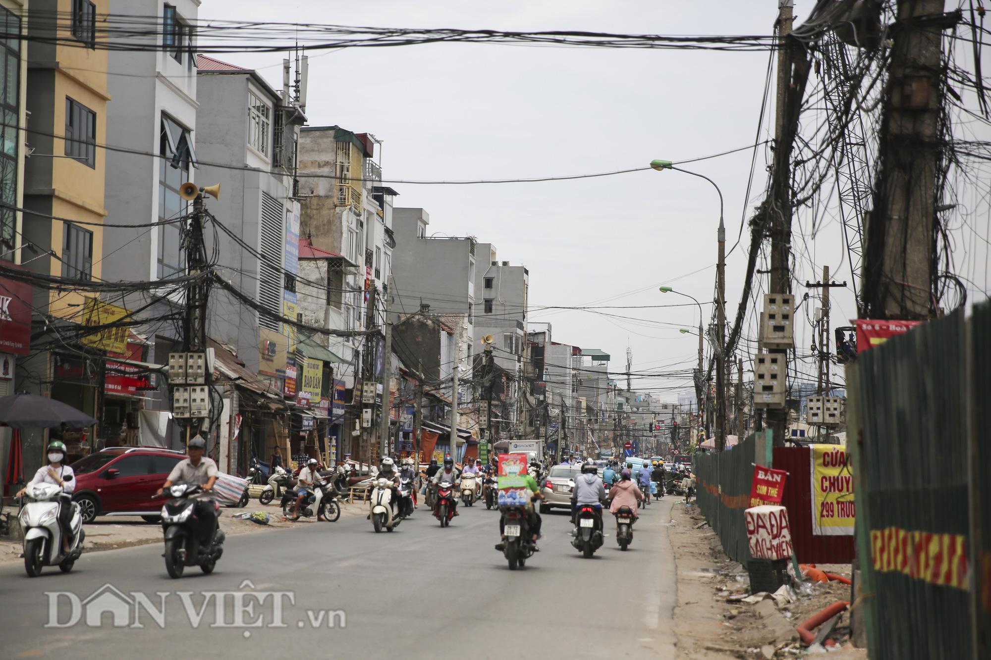 """""""Mạng nhện"""" chằng chịt, bủa vây đường phố Hà Nội - Ảnh 10."""