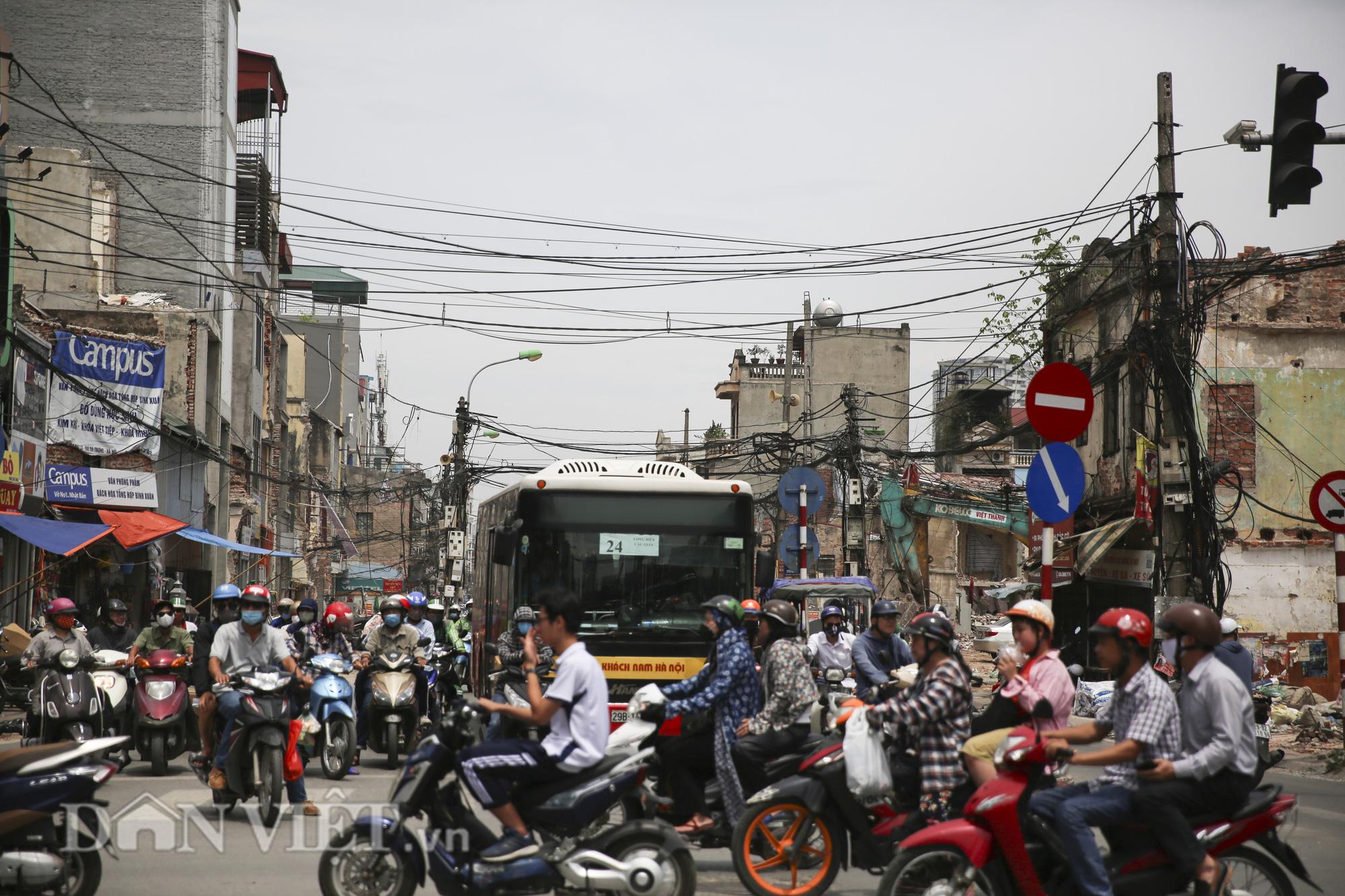 """""""Mạng nhện"""" chằng chịt, bủa vây đường phố Hà Nội - Ảnh 2."""