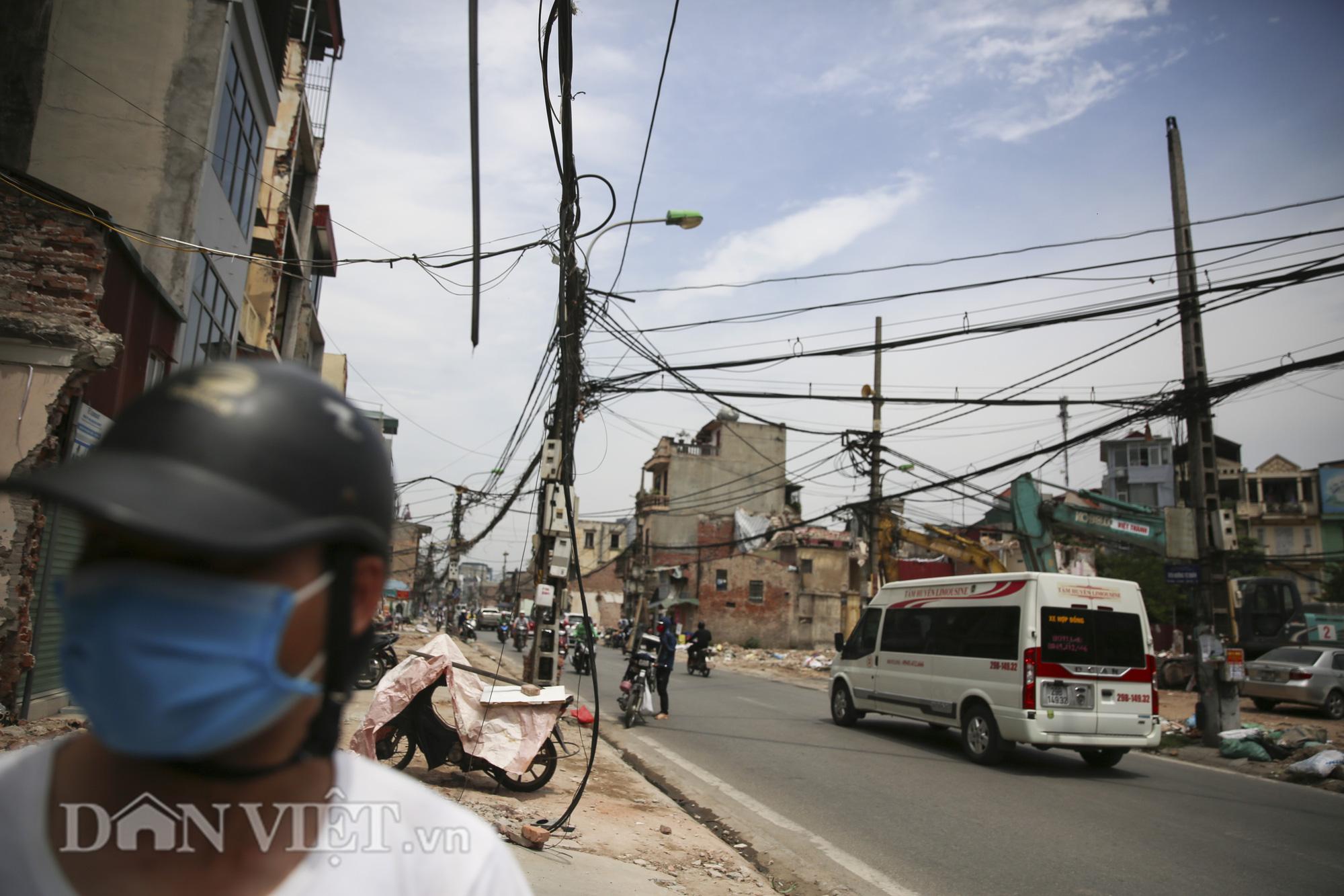 """""""Mạng nhện"""" chằng chịt, bủa vây đường phố Hà Nội - Ảnh 7."""