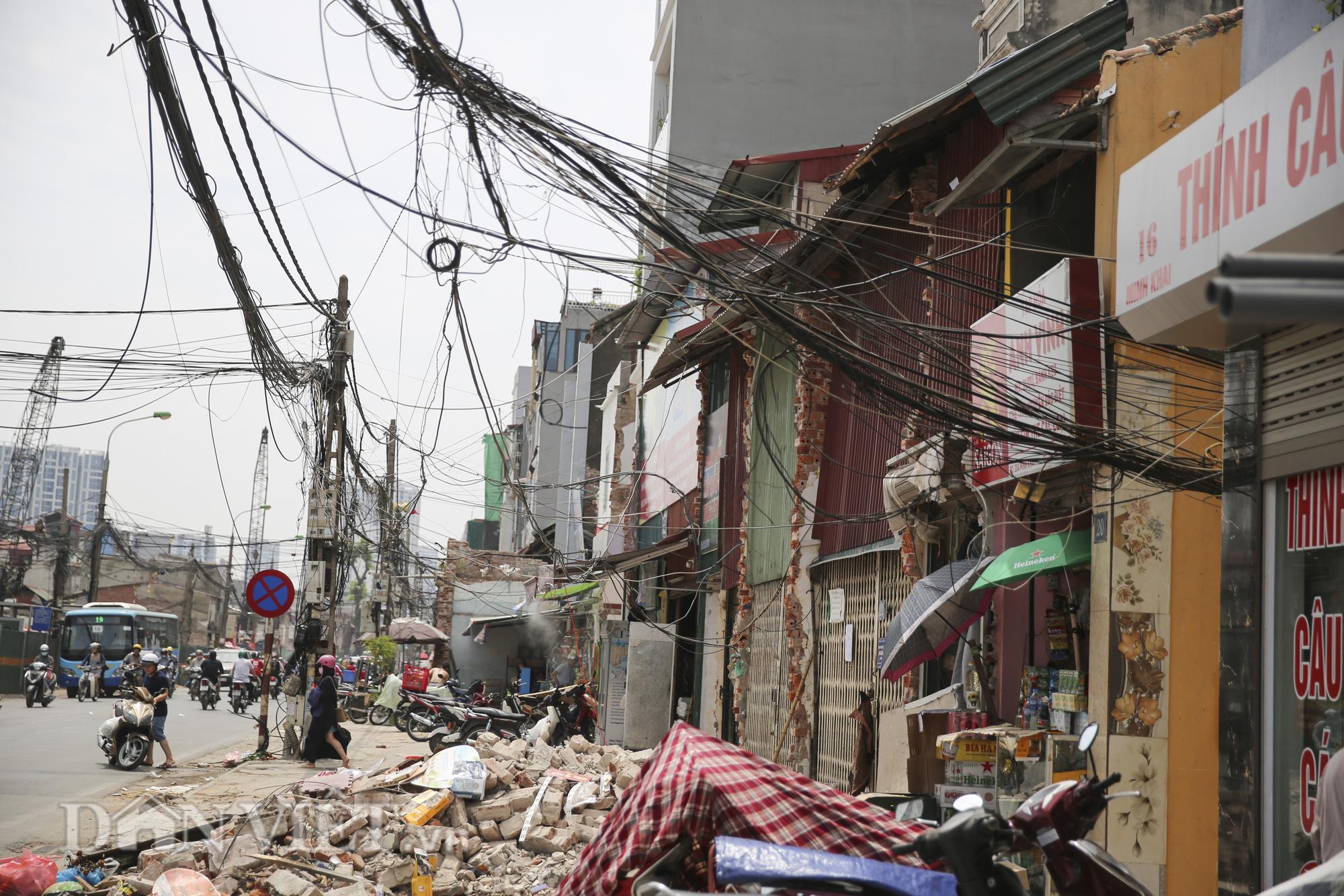 """""""Mạng nhện"""" chằng chịt, bủa vây đường phố Hà Nội - Ảnh 8."""