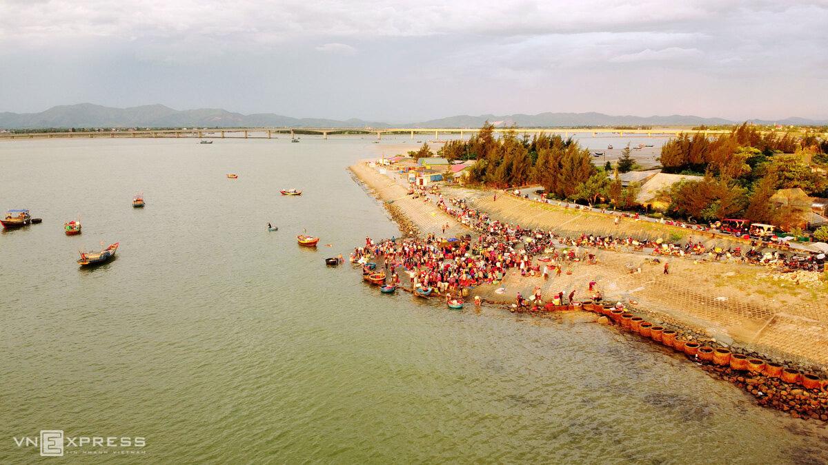 Chợ hải sản 600 năm tuổi bên bờ kè - Ảnh 11.