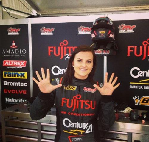 Renee Gracie khi còn theo nghiệp đua xe.