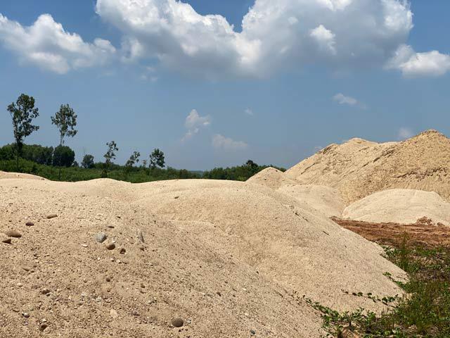 Quảng Ngãi: Số cát của Công ty Lý Tuấn ở bãi chứa trái phép là bất hợp pháp  - Ảnh 2.