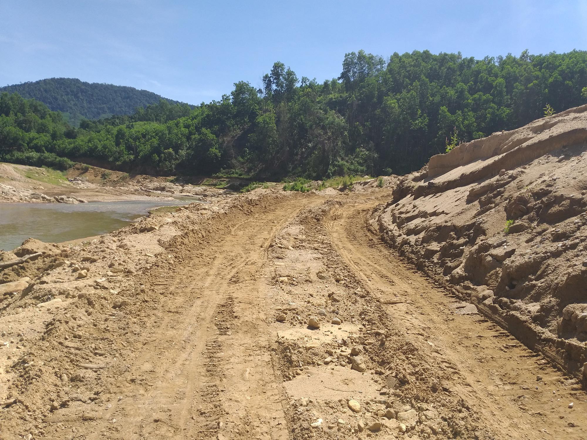 """Vụ ngàn khối cát bị rút ruột ở Nước Xa: Huyện kêu gọi """"cát tặc"""" đến nhận lại cát - Ảnh 3."""