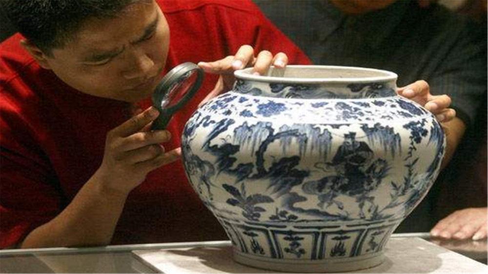 """Truyền thuyết chiếc bình gốm""""đắt giá nhất thế giới"""", mua 30 nghìn đồng, sau 92 năm được người cháu bán hàng trăm tỷ đồng - Ảnh 2."""