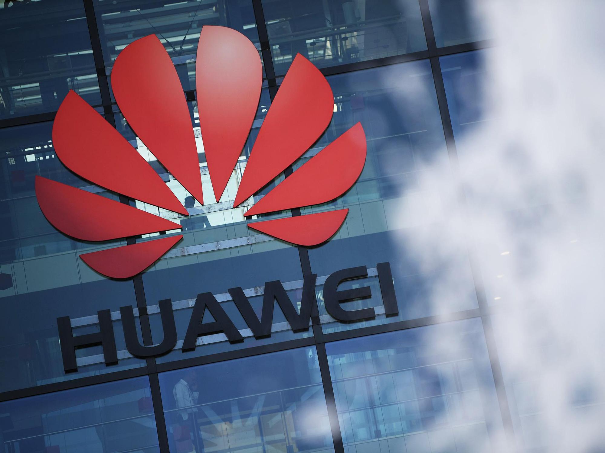 Anh chỉ đạo các nhà mạng dự trữ thiết bị mạng khi Mỹ tăng cường trừng phạt Huawei - Ảnh 1.