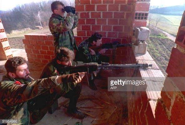 Chiến tranh Nam Tư: Cuộc chiến đa sắc tộc kéo dài hai thế kỷ - Ảnh 2.