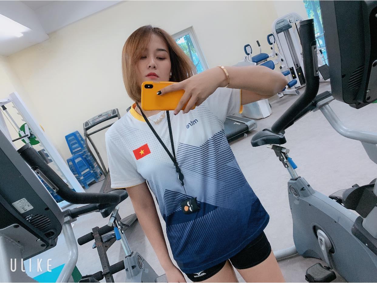 """""""Chân dài"""" bóng chuyền Việt Nam: Linh Chi, Thu Hoài hay ai xinh nhất? - Ảnh 2."""