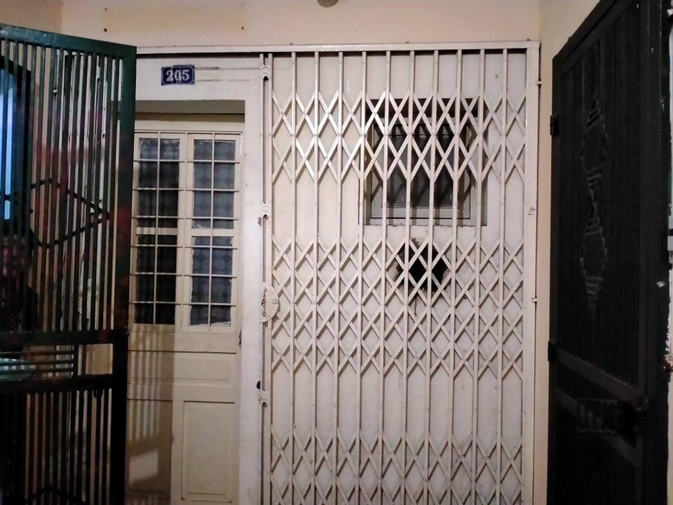 Ảnh độc quyền: Công an xuất hiện tại trụ sở công ty Đông Kinh và nhà riêng anh trai Bùi Quang Huy  - Ảnh 7.