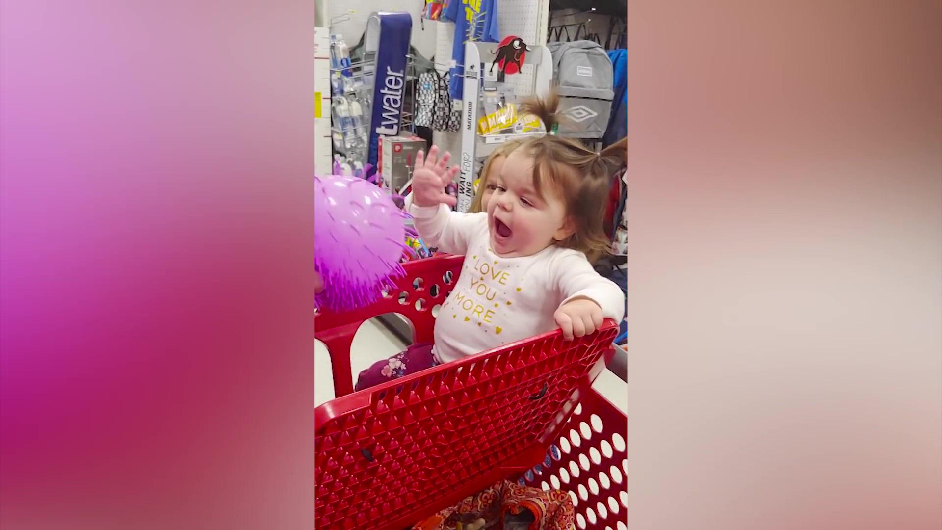 Video clip hài: Biểu cảm bất ngờ của trẻ em khi lần đầu nhìn thấy đồ chơi - Ảnh 4.