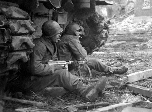 """Vì sao lính Mỹ """"ngó lơ"""" trống đạn 100 viên của tiểu liên Thompson? - Ảnh 3."""