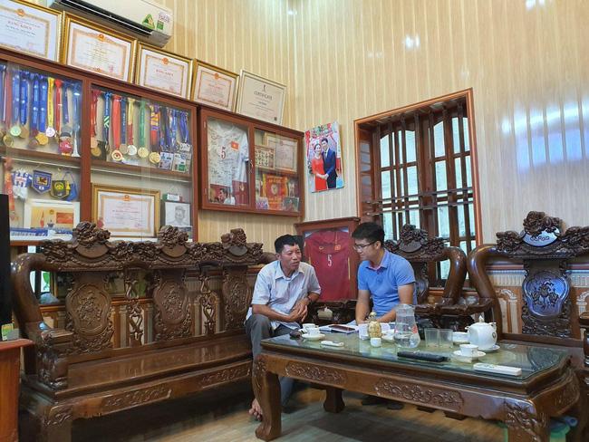 Bố Văn Hậu tâm tư trước ngày con trai trở lại Việt Nam - Ảnh 2.