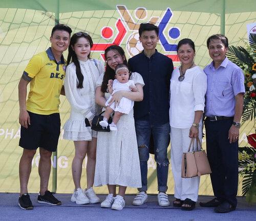 Tình mới Quang Hải ngầm công khai mối quan hệ thân thiết với gia đình bạn trai - Ảnh 4.