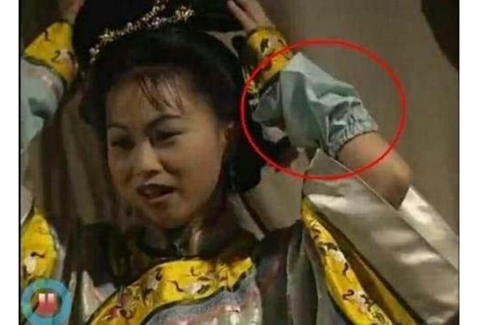 Cười bò với sạn ngớ ngẩn trong phim Hoa ngữ: Đồ vật hiện đại xuyên không về thời xưa, diễn viên quần chúng bất chấp phá hoại cảnh quay - Ảnh 8.