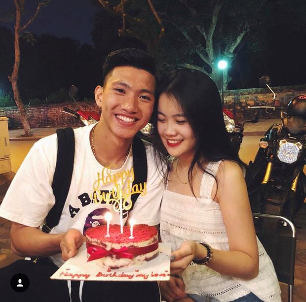 Về Việt Nam, Văn Hậu và bạn gái không còn phải yêu xa - Ảnh 1.