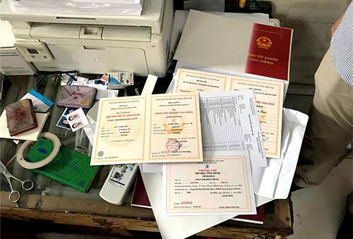 Làm giả hàng nghìn giấy tờ đất, bằng đại học - Ảnh 2.