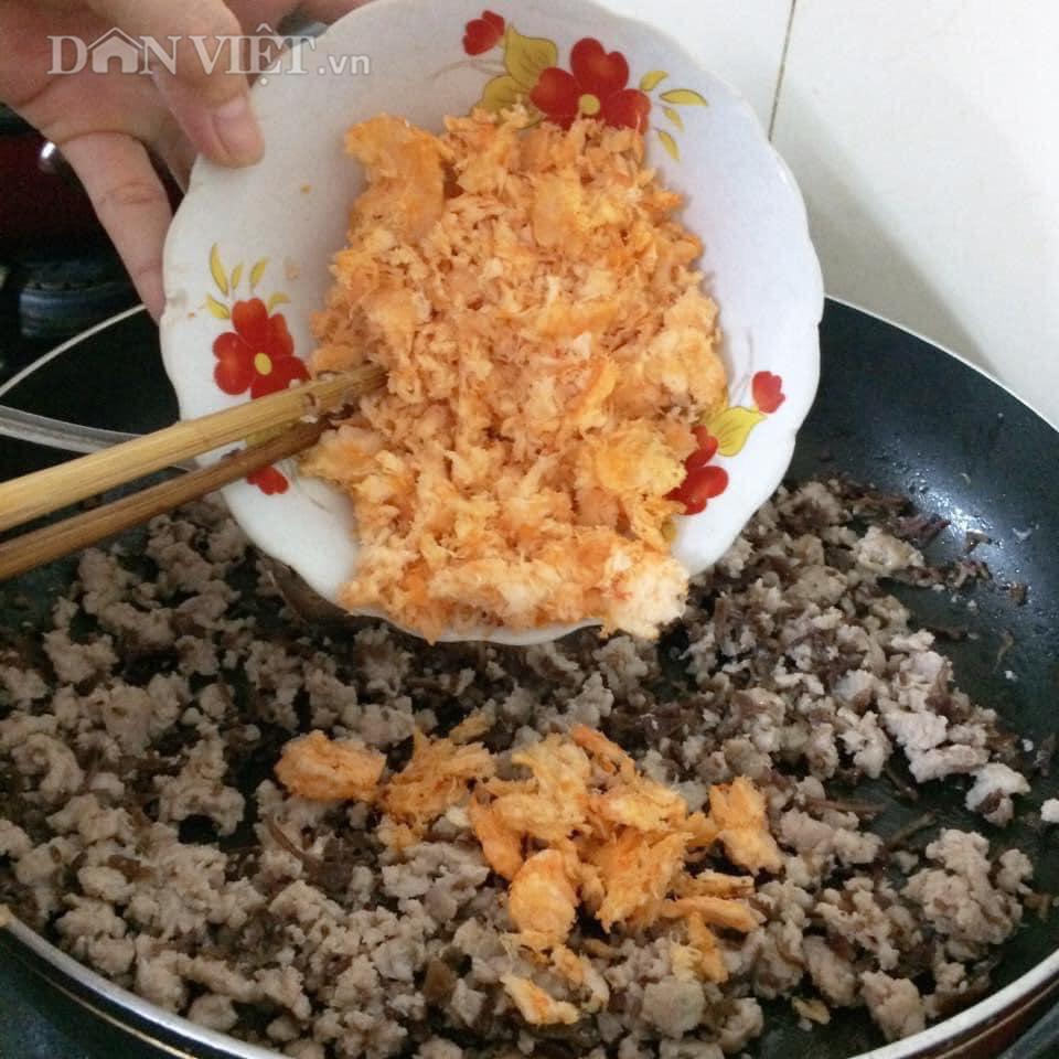 Cuối tuần vào bếp làm món bánh ít trần nhân đậu xanh, tôm, thịt - Ảnh 1.