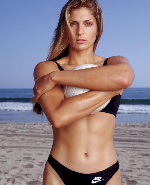 Mỹ nhân bóng chuyền kiếm 10 triệu USD khỏa thân trên Playboy - Ảnh 2.