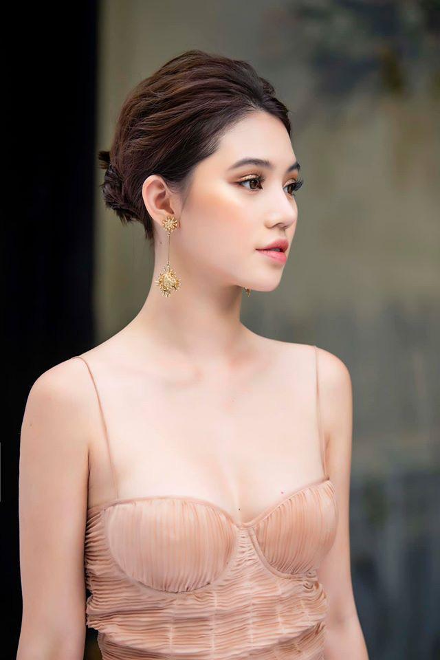 """Hoa hậu người Việt tại Úc Jolie Nguyễn gây """"bỏng mắt"""" mỗi lần mặc bikini quyến rũ - Ảnh 4."""