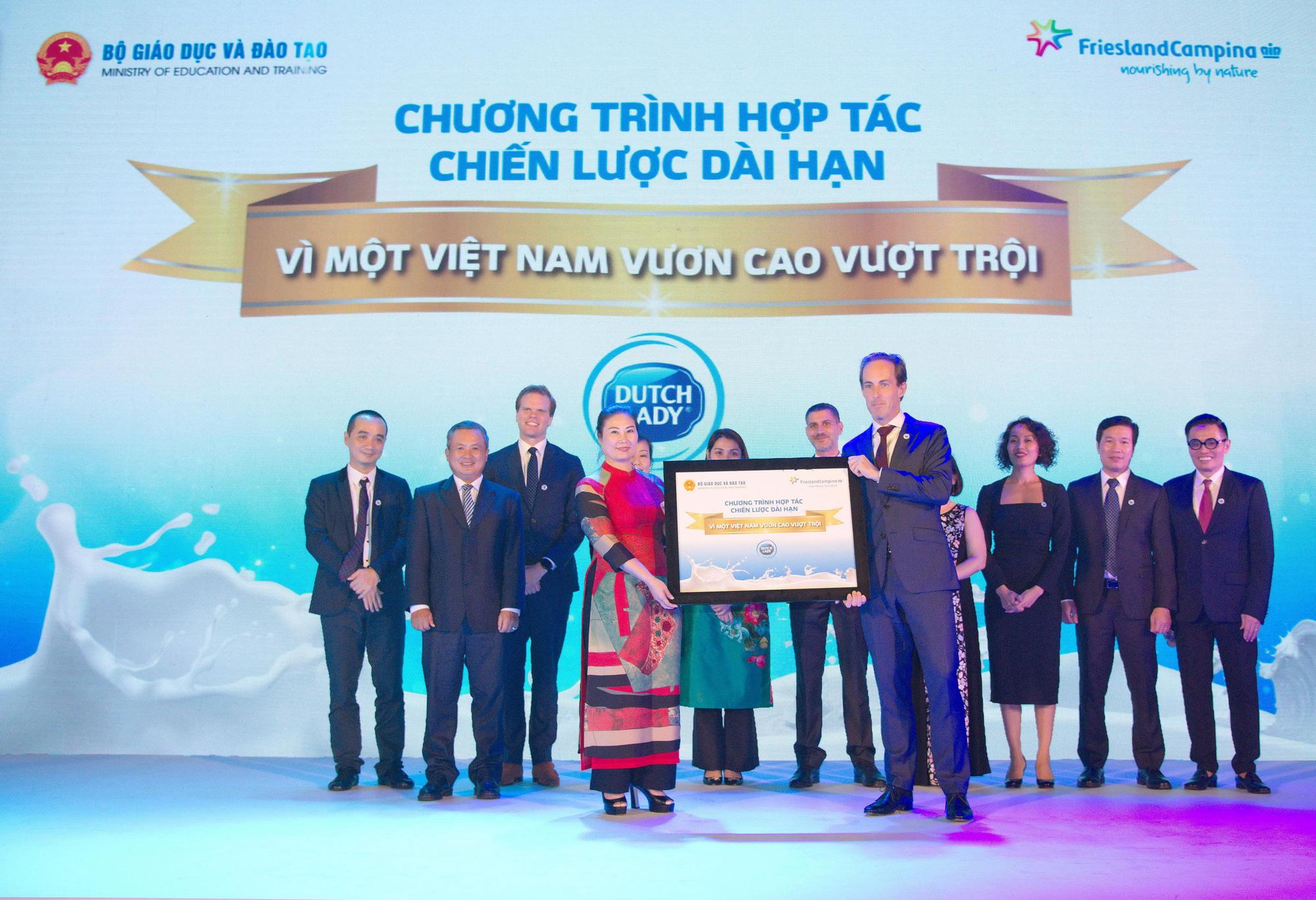 """FrieslandCampina Việt Nam đánh dấu 25 năm hoạt động thành công với sứ mệnh """"Vì một Việt Nam vươn cao vượt trội"""" - Ảnh 1."""
