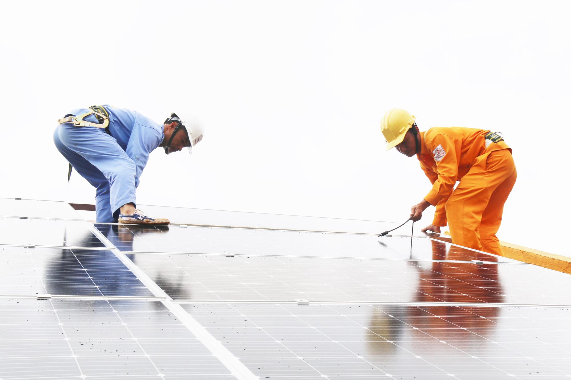 Đắk Nông: Tạo điều kiện tối đa cho khách hàng lắp đặt điện mặt trời - Ảnh 4.