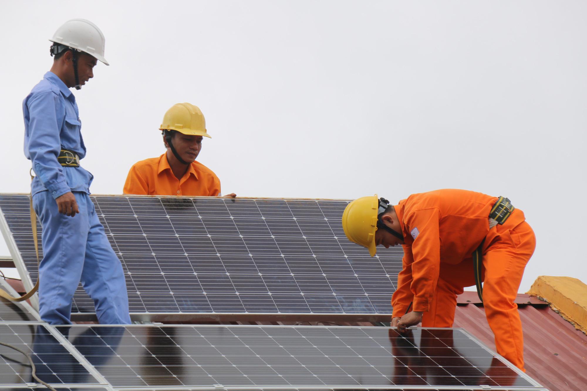 Đắk Nông: Tạo điều kiện tối đa cho khách hàng lắp đặt điện mặt trời - Ảnh 1.