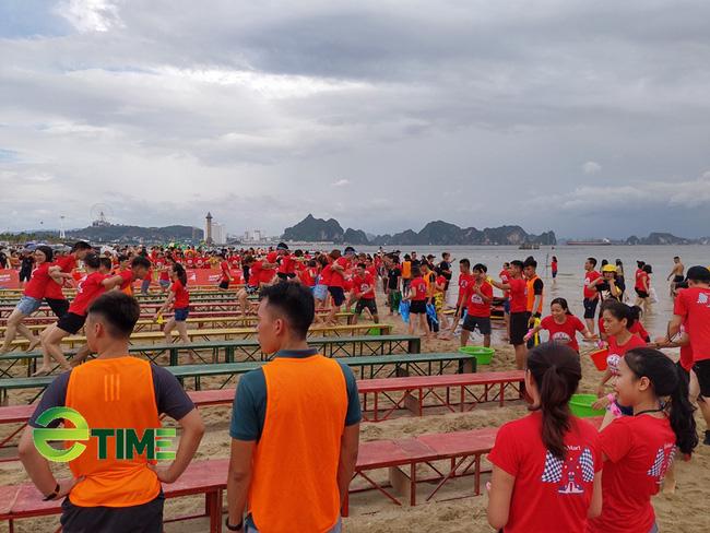 Quảng Ninh: Giảm 50% phí tham quan, lượng khách du lịch tăng cao ngày cuối tuần - Ảnh 1.