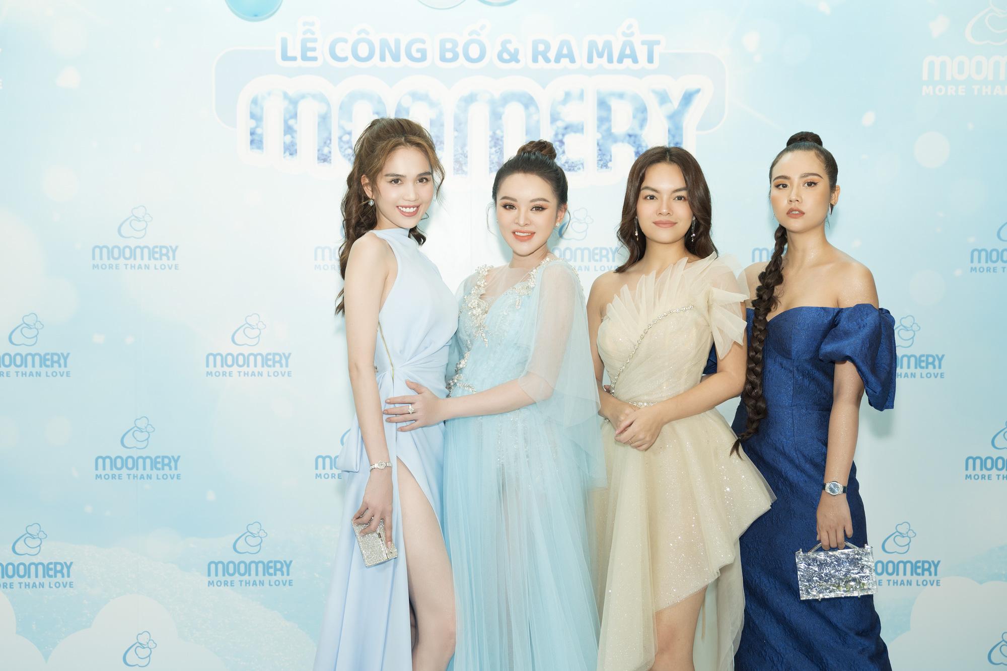 Ngọc Trinh khoe dáng nuột, hội ngộ Phạm Quỳnh Anh tại sự kiện - Ảnh 1.