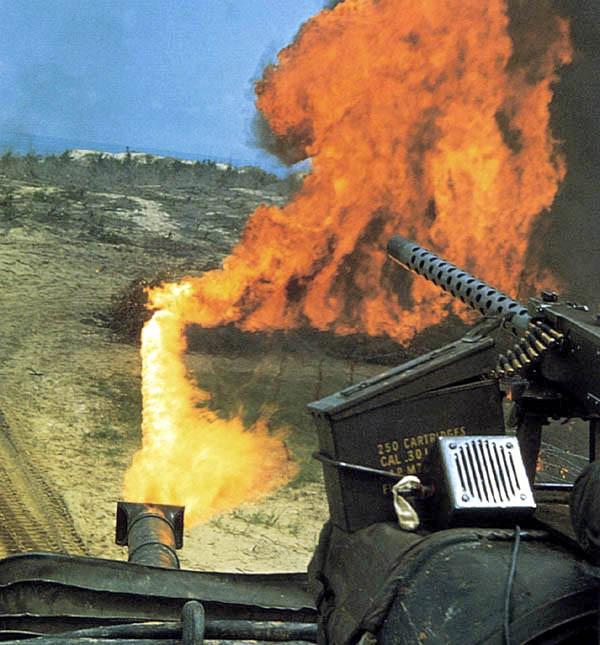 Soi chiếc xe tăng phun lửa duy nhất của Mỹ trên chiến trường VN - Ảnh 7.
