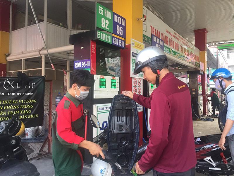 Mở cửa cho nhà đầu tư ngoại bán lẻ xăng dầu - Ảnh 1.