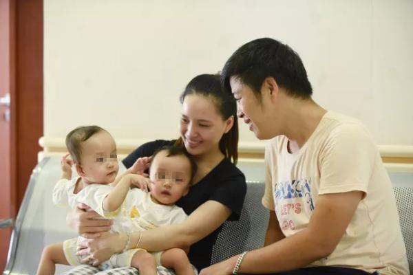 Những hình ảnh đầu tiên của ca phẫu thuật tách hai bé gái song sinh - Ảnh 2.