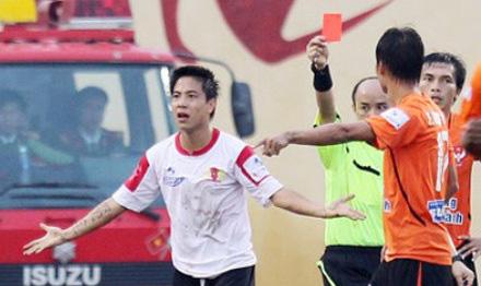 """""""Cậu bé hư"""" bóng đá Việt Nam Danh Ngọc và """"những cái tát"""" cuộc đời - Ảnh 1."""