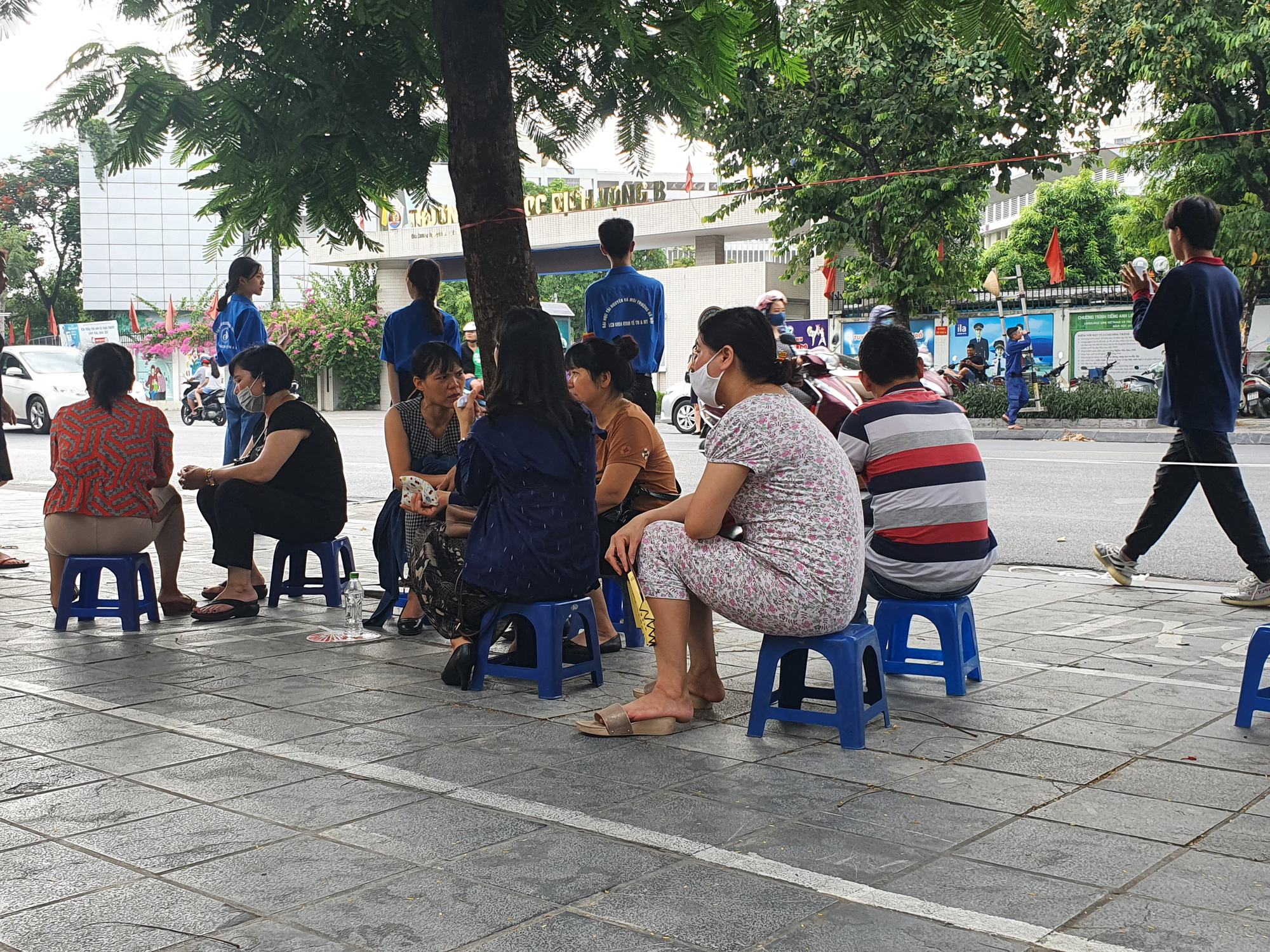 Thi vào lớp 10 tại Hà Nội: Con tự tin nhưng bố mẹ lo lắng - Ảnh 4.