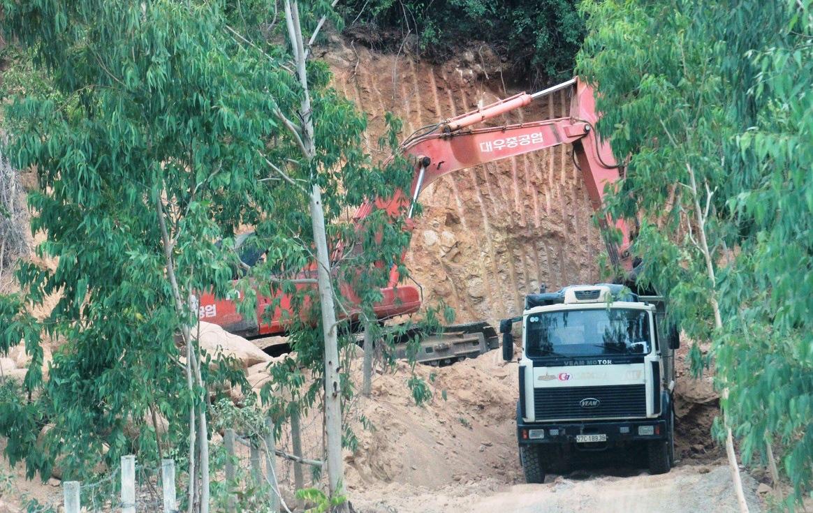"""""""Loạn"""" khai thác khoáng sản ở Bình Định, dân bức xúc, trách nhiệm thuộc về ai(?) - Ảnh 2."""