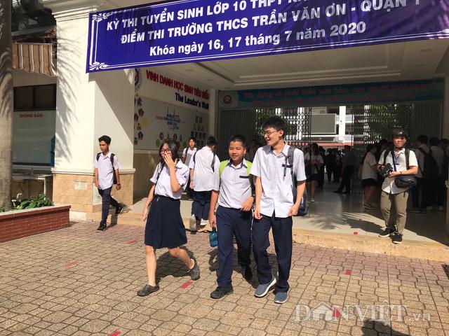 Thi lớp 10 TP.HCM: Thí sinh thở phào với môn tiếng Anh - Ảnh 1.