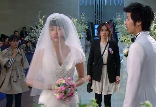 """Mời """"tiểu đội người yêu cũ"""" đến đám cưới, chồng biến vui mừng thành """"khóc tang"""" - Ảnh 1."""