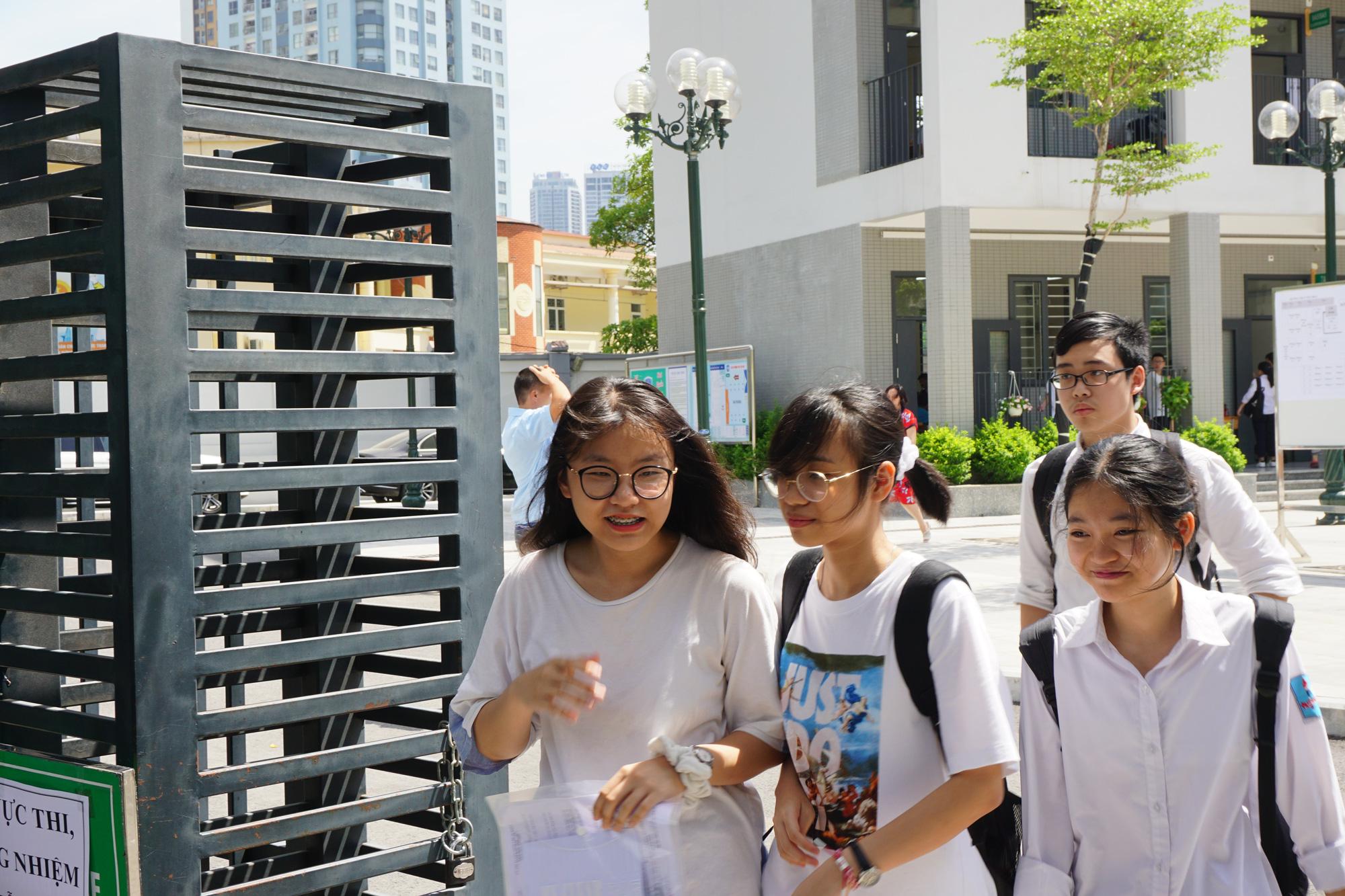 Hà Nội công bố điểm thi vào lớp 10 - Ảnh 1.